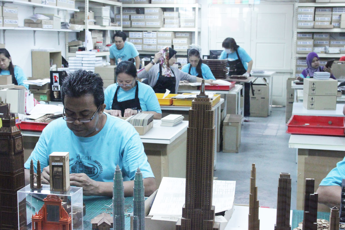 These guys built the miniature model of the city. I think this is my dream job.