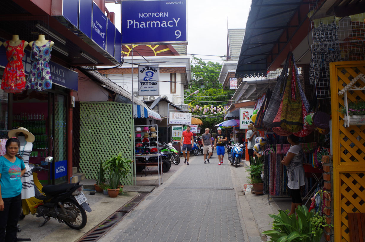 Koh Tao, Thailand Photo Essay - There's a strip with shops and bars along the beach