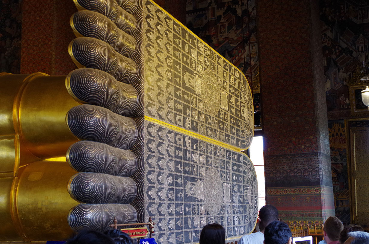 4 Nights in Bangkok - The Reclining Buddha's Feet